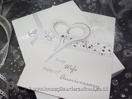 Crystal featuring a stylised heart, with glitter and swarovski crystal elements